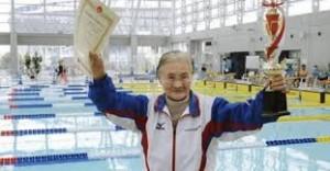 Mieko Nagaoka, nenek perkasa di kolam renang. Foto: Ilustrasi.