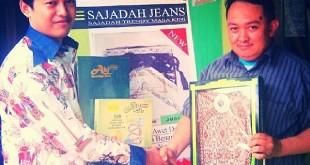 Umar Saad Membangun Bisnis Sajadah dan Sarung Jeans Moslem Dengan Semangat Agama dan Kebangsaan