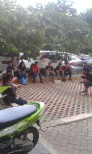 Murid Kelas Bintang tengah berlatih dibawah bimbingan langsung Irwansyah. Foto: Ist.