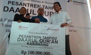 Badan Dakwah Islam PT. Pertamina Gas beri bantuan buat Pesantren Daarul Quran Karawang. Foto: Ibra.