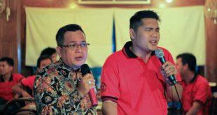 Produser film Andi Pakpahan Duet Dengan Unang di Reuni PIP Semarang angkatan 41, Foto: Ist.