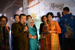Nobar film Athirah bersama Wapres Jusuf kalla. Foto: Ist.