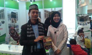 Uts. bang Jay dan Hj.  Muniasih Noer dari Nur Ala Nur Tour & Travel. Foto: Ibra.