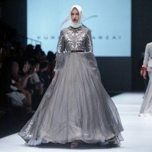 Busana muslim karya terbaru Kursien Karzai di Fashion Week 2017. Foto: Ki2.
