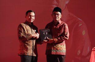 """Acara puncak 100 LSF, JUmat (18/11/2016) di gedung film, Jakarta Selatan. Salah satu agendanya Peluncruan buku,"""" Bunga Rampai."""" Ketua LSF Ahmad Yani Basuki dan Mendikbub, Muhadjir Effendy. Foto: Dudut Suhendra Putra,"""