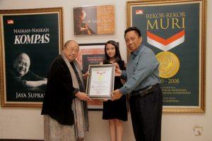 Rekord MURI untuk film Ayu Anak Titipan Surga. Foto: ist.