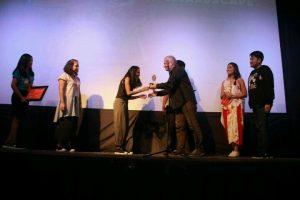 kamila andini pemenang blencong   award. jpg