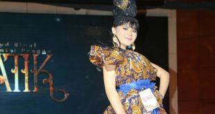 Laura Ajak Remaja Cinta Batik