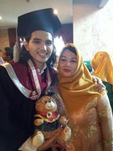 Roman D Man dan ibunya, Sally Susanti. Foto: Dok. Pribadi.