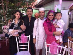 Andi Muhammad dan keluarga serta sahabatnya, Moldy dan keluarga. Foto: ist.