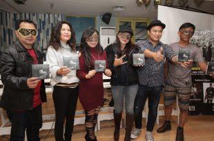Masqa Band bersama artis penyanyi Oppie Andaresta dan Posan 'ex Kotak' Tobing. Foto: Dudut Suhendra Putra.