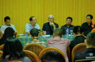 Ketua Umum GPBSI H. Djonny Syafruddin, SH (tengah) pada awak media, Rabu (3/1/2018) di Jakarta,.