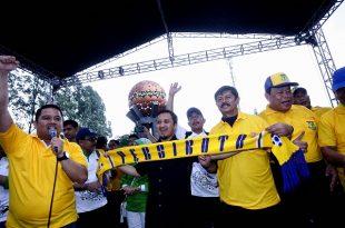 Walikota Tangerang Arief, Ust. Mansyur, pelatih sepakbola Indra Sjarie, tandai resmi Persikota kembali bergeliat. Foto: Rez.