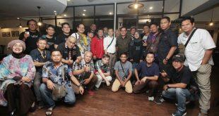 Ferry Mursyidan Baldan Buat Buku Tentang Chrisye Format Travel Book