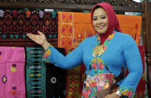 Disainer Anna Mariana Tunjukan Tenun dan Batik khas betawi pilihan favorit masyarakat di hari lebaran ini. Foto: Dudut Suhendra Putra.