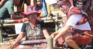 Ada Kain Tenun Berusia 80 Tahun di Festival Tenun Ikat Sumba