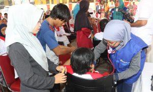Suasana pengobatan gratis untuk warga sekitar banda Soetta dari Angkasa Pura II dan Dana  Mustadhafin di Rawarengas Tangerang. Foto: Ican.