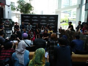 Suasana prescon film  The Sacred Riana Movie. Foto: Ibra.