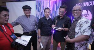 Buku 29 Artikel Jurnalis Tentang Chrisye diluncurkan Ferry Mursyidan Baldan