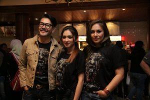 Tiga pemain di film Reva, Ferry Salim, Angel karamoy dan Wulan Guritno. Foto: Ki2.