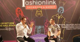 Founder & CEO Paradigm Fitness, JJ Sweeney, dalam program Paradigm Fitness Centre, di pekan mode akbar Jakarta Fashion Week 2019 dengan tema Creating Healthy Lifestyle For Fashion People, yang berlangsung di FashionLink The Hall Senayan City lantai 8, Jakarta, Jumat (26/10) kemarin, saat memberikan tips hidup sehat. Foto: Ki2.