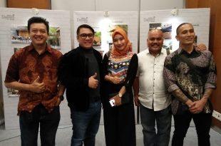 Ketum Pafindo Gion Prabowo dan anggotanya senang dapat hibah alat suting dari Bekraf. Foto: Ibra.