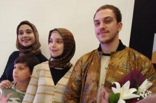 Ayu Azhari dan keluarga. Foto: ibra.
