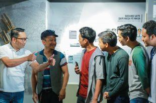 Gubernur Jawa barat Ridwan Kamil (Kiri)  ikut terlibat main di film Yowis Ben 2. Foto: ist.