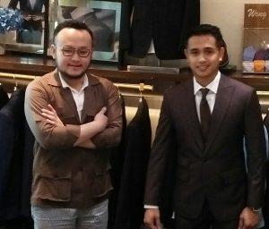 Aktor Ajun Perwira didampingi Samuel Wongso dan Wong han, saat fitting jas pengantin, Sabtu (20/4/2019) di jakarta. Foto: Ibra.