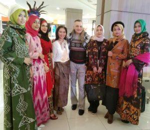Panitia dan para model yang mengsisi acara Ramdahdan festival. Foto; Ist.