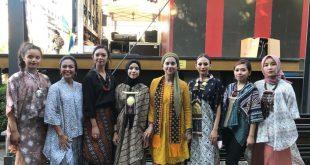 Ayu Azhari dan Putrinya Isabelle Tramp di Swedia Promosikan Produk Indonesia