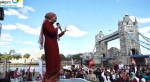 Ayu Azhari hibur masyarakat di London. Foto: Ist.