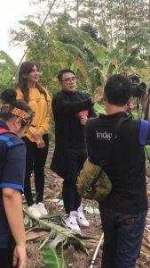 Gion Prabowo saat jadi host di Silet Misteri. Foto: ist.