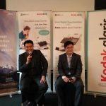 Wiranto, Country Manager ACA Pacific (kiri) dan Mr. Dongwon lee, Country manager regional Kodak Alaris Singapura, Indonesia dan korea (kanan), saat lagi memberikan keterangan pres pada awak media, kamis (28/11/2019) kemarin di jakarta, soal produk barunya Kodak Alaris E 1000 Series Scanners. Foto: ibra.