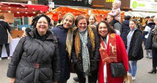 Disambut Positif Ayu Azhari Bangga Saat Kenalkan Tenun NTT di Hammersmith, London