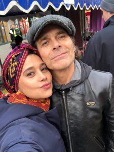 Ayu dan suami Mike Tramp, kompak kenalkan tenun NTT di London. Foto: ist.