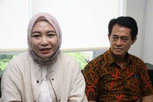 Elly Wulansari dan Kuasa Hukumnya Atep Koeswara. Foto: Ki2.