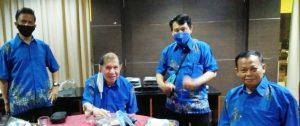 Panitia Kejuaraan SBY Cup XVII Nelwan Rompis bersama Brigjen TNI Benny Sulistiono dan Ketua Dewan Guru Inkai Sihan Harmein Lukas Tampodung. (Ist)