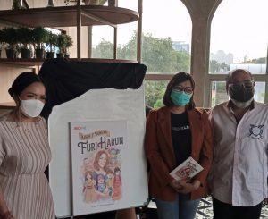 "Furi Hasan dan tim penerbit buku, ""Kisah 7 Boneka Furi Harun. Foto: Ibra."