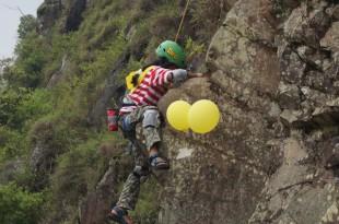Aksi berani anak-anak di Taro Rangers Camp. Foto: ist.