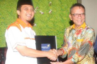Ust. Yusuf Mansyur dan Dirjen Pajak Ken Dwijugiasteadi . Foto: Can