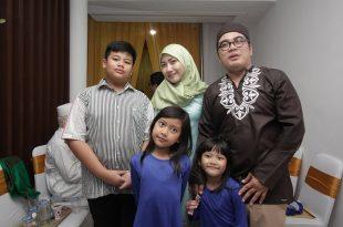 Gion dan Keluarga. Foto: Dudut Suhendra Putra.