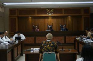 Sidang lKasus Air Mineral A baru-baru ini di KPPU Jakarta. Foto: ist.