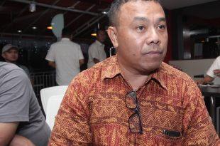 Agustinus Donald Ohee selaku Ketua Badan Musyawarah 7 Wilayah Adat Papua, di Jakarta, pada Jumat (4-5-2018) Sore lalu, saat memberikan keterangan pada awak media. Foto: Dudut Suhendra Putra,