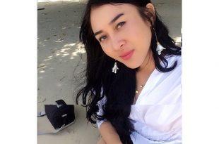 Bidan cantik Iin Hermayani. pemeran Siluman Laut di film 11;11 Apa yang kau Lihat? Foto: ist.