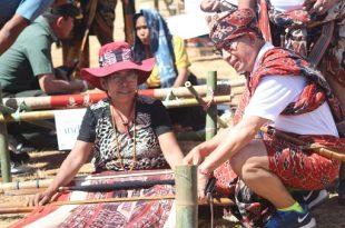 Suasana  Festival Tenun Ikat Sumba. Foto: Humas Menpar.