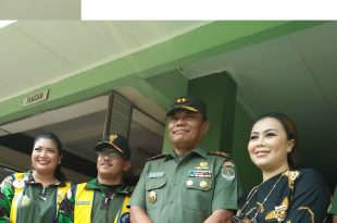 Dari kiri ke kanan. Vina Bambamg Sudono AK Humas Lions Club MD 307 A1, Presiden LCJCME Brigjen TNI Bambang Sudono, Pangdam jayakarta Mayjen TNI Joni Supriyanto dan Rency Milano. Foto : Ibra