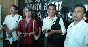 Kuasa hukum Penggugat Alvon Kurnia Palma di tim saat mendamping kliennya di PN Jakarta Barat, Rabu (24/10/2018) kemarin saat memberikan keterangan pers. Foto: Ibra