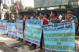 Jum'at (17/5/2019) lalu, sejumlah massa dari FPKT menggelar  unjuk rasa di depan Gedung Kementerian Dalam Negeri, minta Kemendagri cabut  SK No.131.71-3241 Dicabut dan Diusut Tuntas  (Kemendagri). Foto: ist.Republik Indonesia Jakarta Pusat.