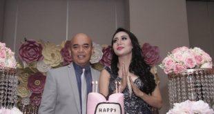 Maya Yuniar diultah ke 31 didampingi suami Mashudi Benarto. Foto: Ki2.